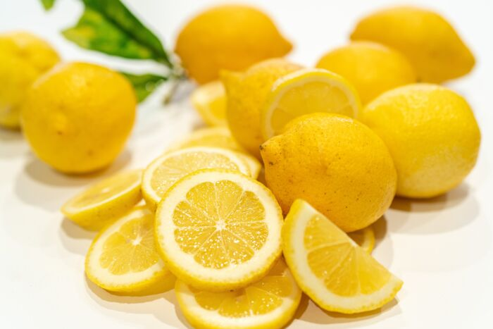 From lemon waste, supplements and nutraceuticals useful for health